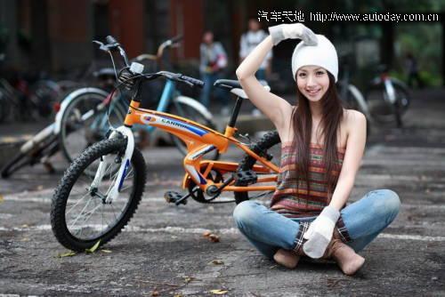骑单车的清纯漂亮美女