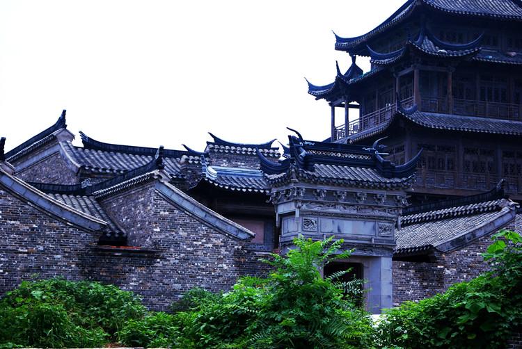 杨村小世界海南蜜月旅行,美丽的风景在危险的山顶上