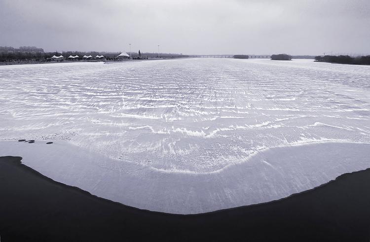 下泄的冰河