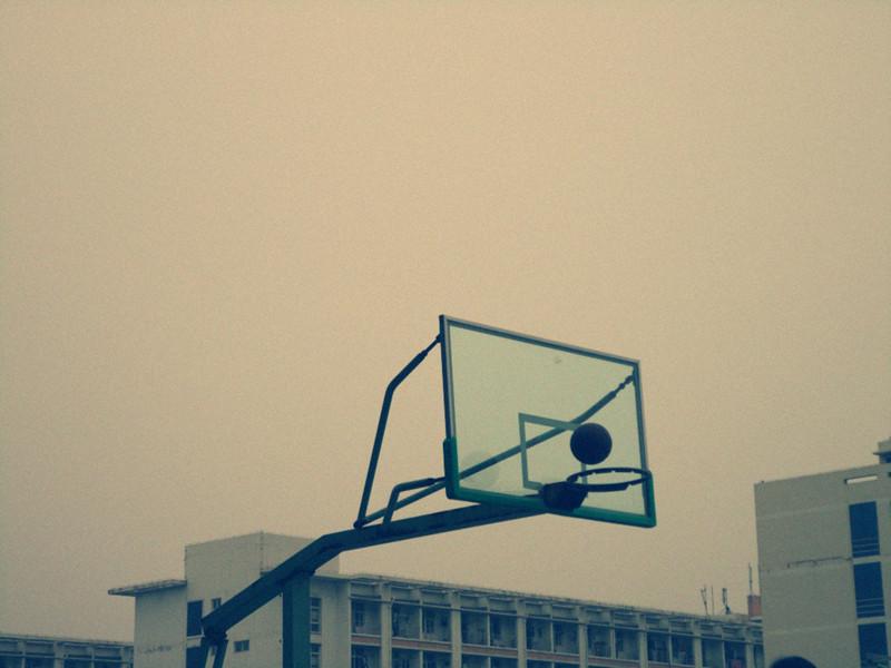 抛起的篮球