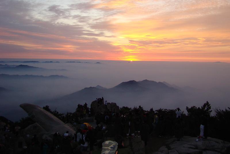 泰山日出,泰山云海是泰山最著名的自然