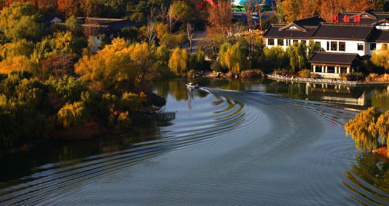 一泓秋水落明湖