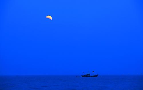 弯弯的月儿小小的船图片