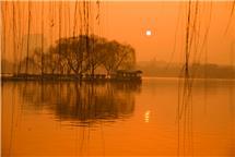 日出大明湖