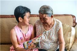 我给奶奶讲故事