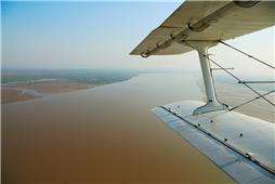 《飞跃黄河口》