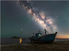 火星撩夜色,银河拂长空