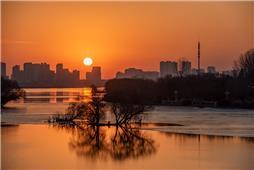 暖阳初升照沂河