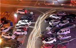 停车场夜色