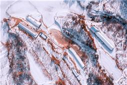 鸟瞰冬季养殖场