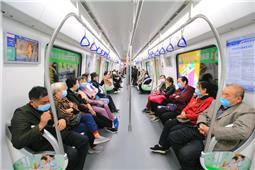 体验二号线地铁