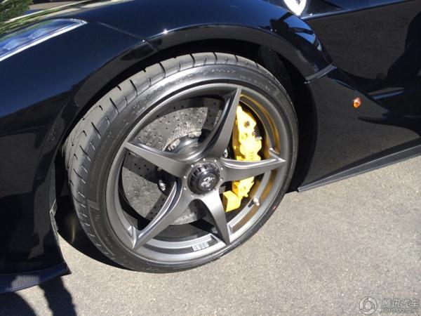 车主低调练车 法拉利laferrari自家测试跑道奔驰高清图片