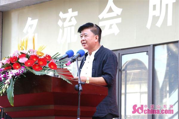 青岛广播电视台首席主持人邱磊主持仪式.