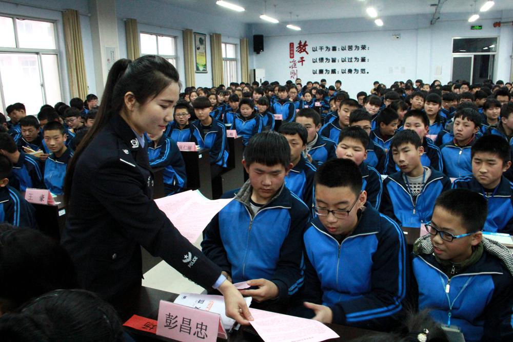 临沂费县交警交通宣传活动走进上冶中学