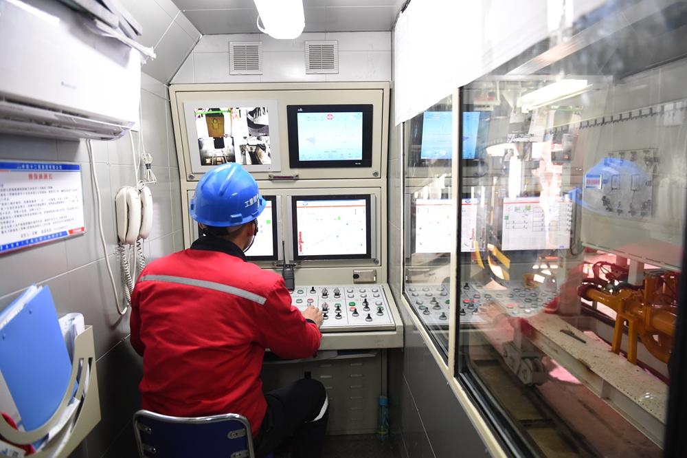 探访地铁1号线:首台盾构机于城阳庙头站始发