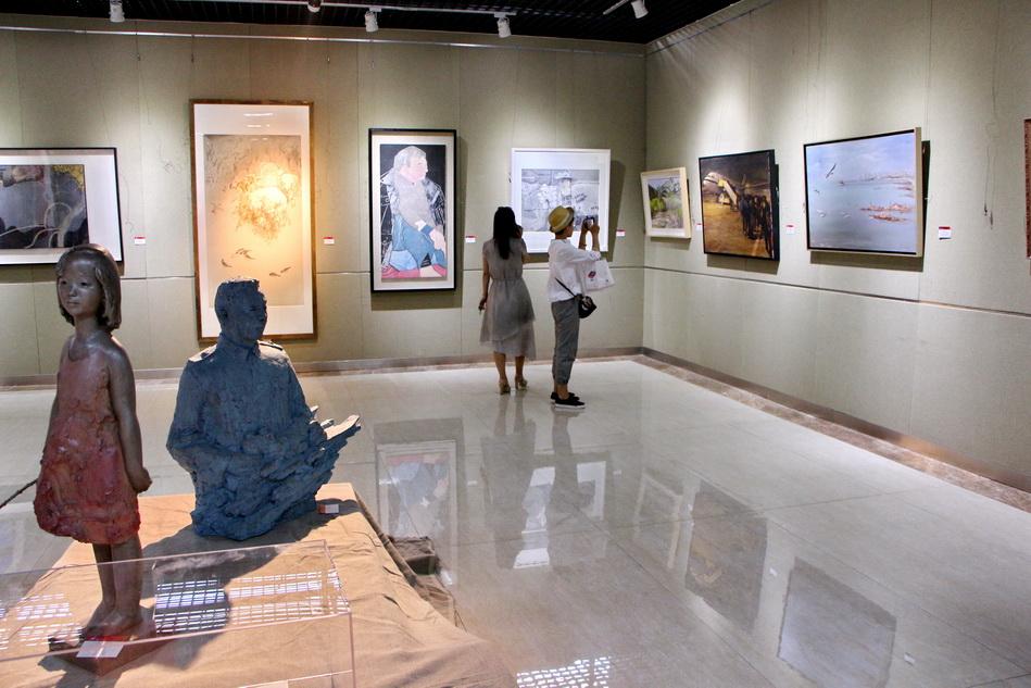 """""""闳美山艺""""活动上展出155件山东艺术学院教师作品"""