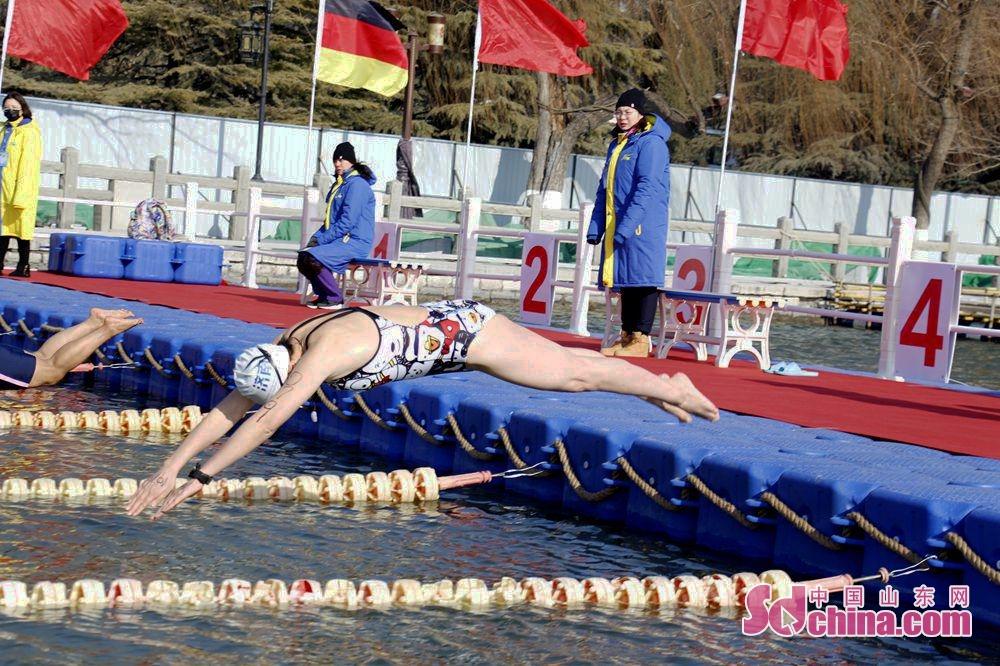 <br/>      参赛选手跳水瞬间