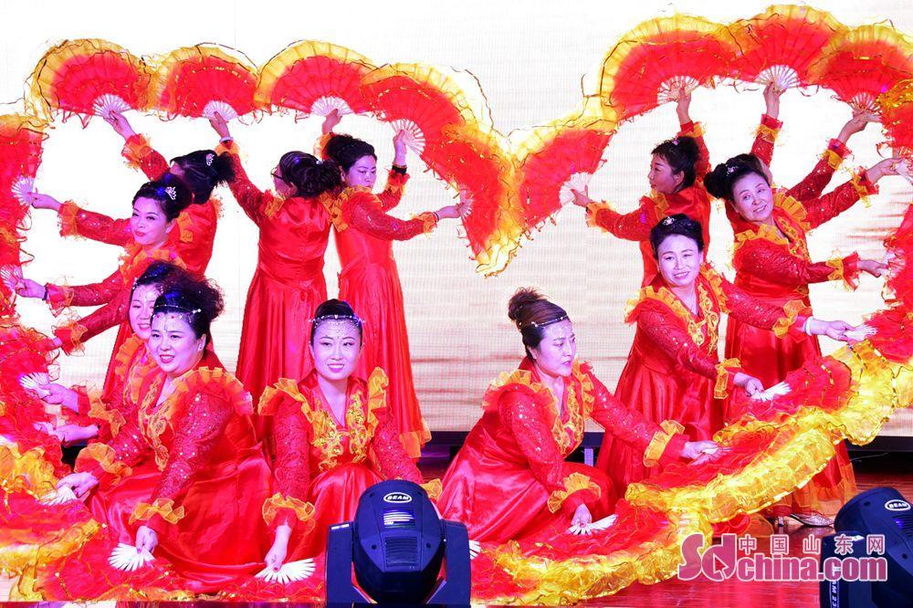 <br/>  茌平县振兴街道元旦前夕举行文艺演出迎新年。<br/>