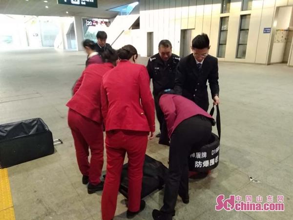 济南铁路公安开展反恐防爆演练,确保春运列车安全