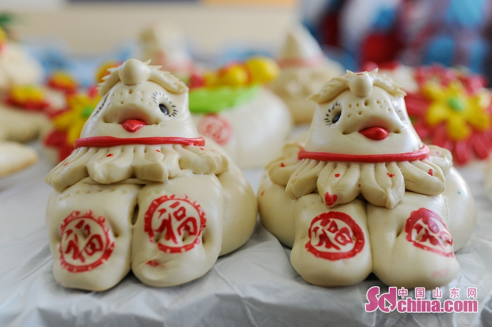 Dough sculptures are seen in a primary school classroom in Qingdao, east China's Shandong Province. (Sdchina.com/Wang Haibin)