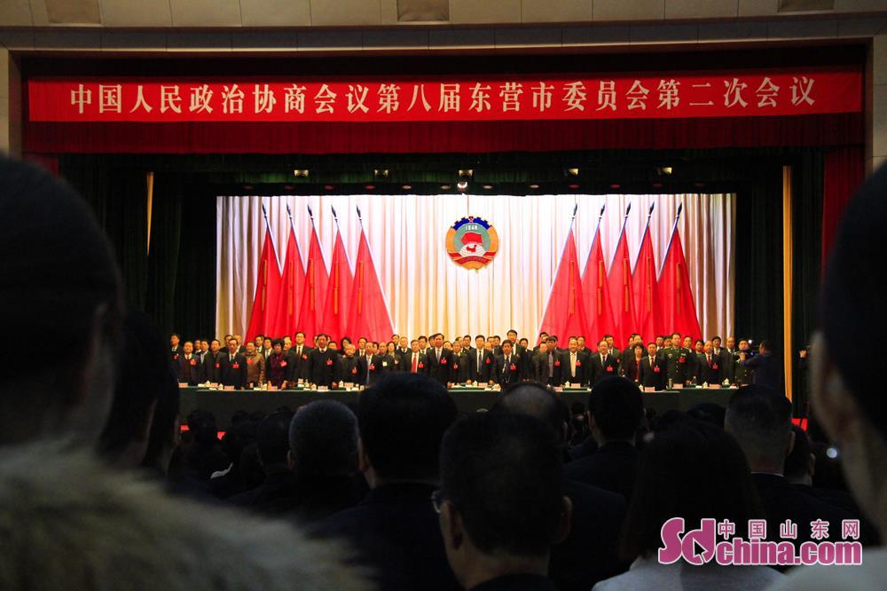 <br/>  1月3日,开幕式上,全体起立,国歌响起的一瞬间,会场整整截截。<br/>