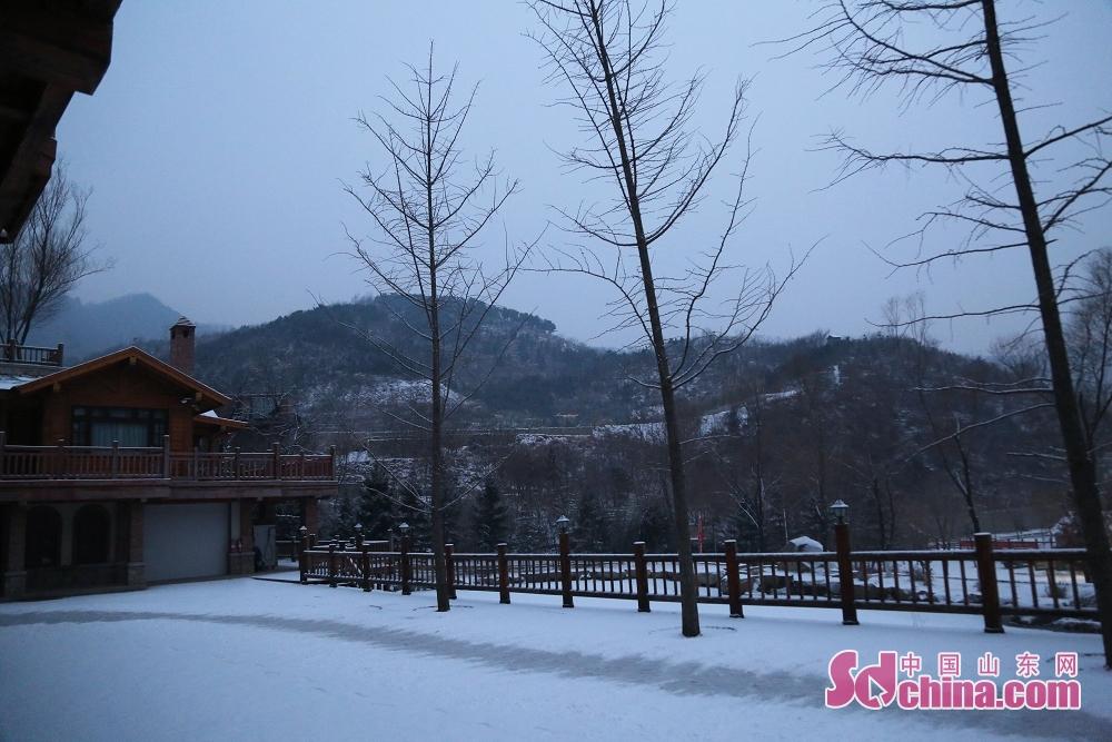 济南九如山风景区银装素裹、白雪皑皑。