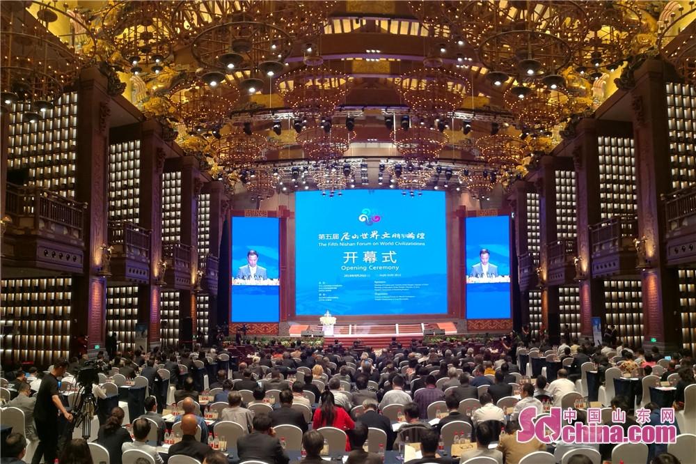 <br/>  9月26日,2018孔子文化节暨第五届尼山论坛开幕式,在山东省济宁市曲阜尼山圣境举行。来自海内外的263名专家学者齐聚一堂,共话文明的相融。