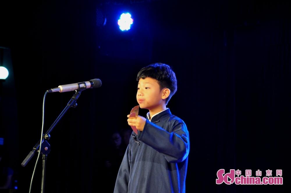 9岁的张智慧是本场比赛年龄最小的参赛选手,其表演的作品《列车情缘》由青岛曲协报送。<br/>