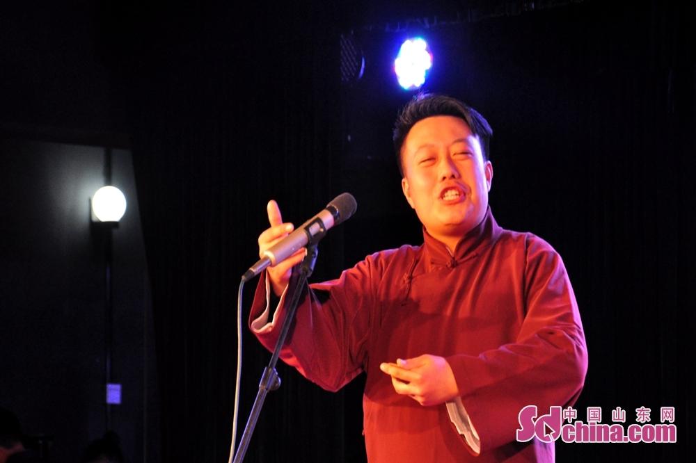 演员周洋飞正在表演参赛作品《张骞》,该作品由济南艺校报送。<br/>
