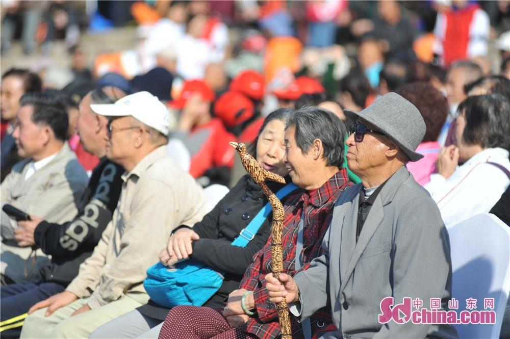 <br/>  2018年10月11日,山东青岛举办的全国首个&amp;ldquo;单身老人节&amp;rdquo;活动现场。