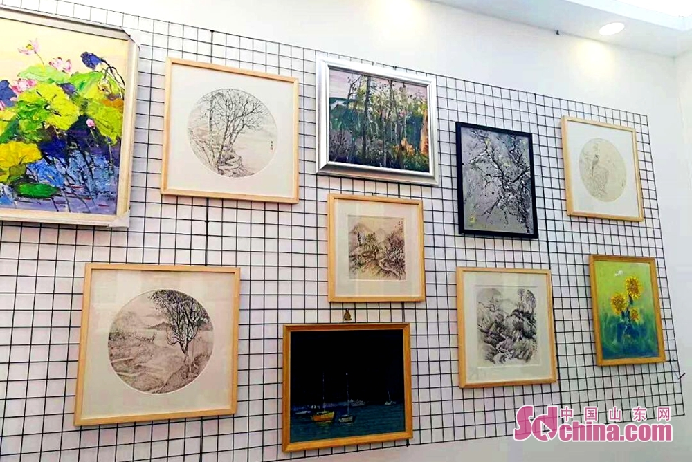 Painting works are displayed during the 7th Shandong Cultural Industries Fair (SDCIF) held in Jinan, Shandong Province on October 11, 2018. The exhibition area of the fair is 60,000 square meters, equivalent to 2,000 booths of the international standard. Visitors and traders from 31 countries participate in the fair with their local cultural products.