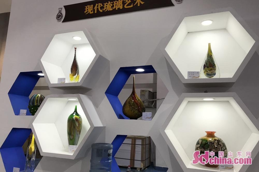 <br/>  现代琉璃艺术展区。
