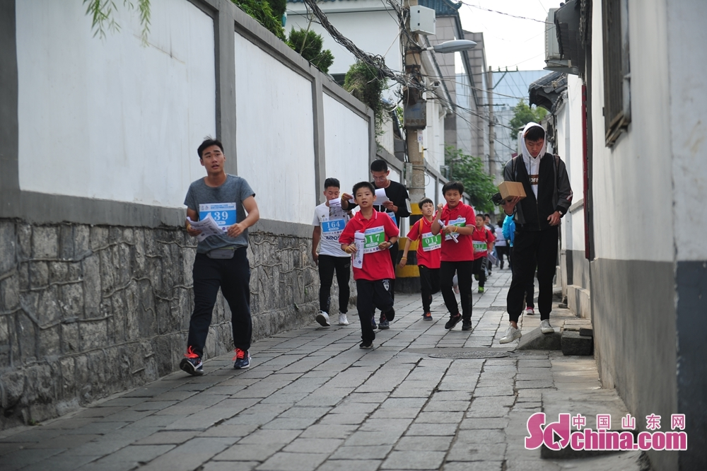People participate in the 5th Jinan International Spring-themed Orienteering in Jinan, Shandong Province on October 14, 2018. About 4,000 people from home and abroad participated in the race.