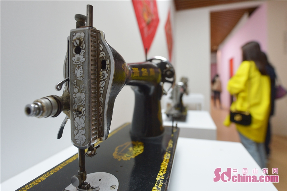A sewing machine is seen during the 2018 Qingdao Wedding Cultural Week in Qingdao, a coastal city of Shandong Province on October 16, 2018. The six-day event aims to display the wedding characteristics of Qingdao and promote the development level of wedding industry.<br/>