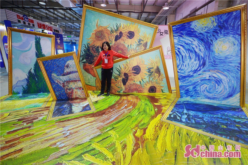 A visitor poses for a photo during the Woo Qingdao Festival in Qingdao, east China's Shandong Province on October 18, 2018. The festival feasts the visitors with works of art, design, life and music.<br/>