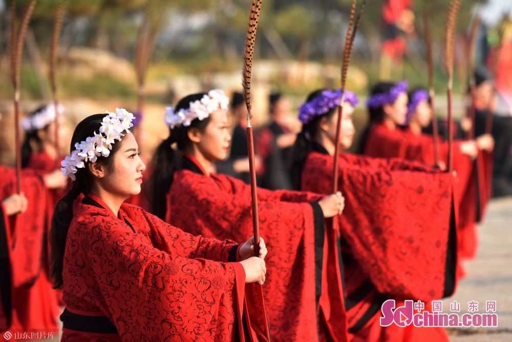 A ceremony is held in Zibo, East China's Shandong province to take the holy ball &amp;ldquo;ju&amp;rdquo;, a traditional Chinese football, for CFA International Youth Under-17 Championship.<br/>