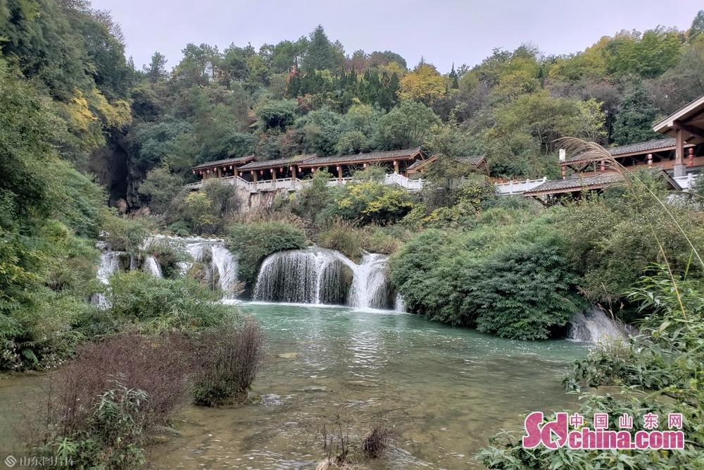天河潭旅游度假区是贵州必玩景区之一,是贵州旅游&amp;ldquo;精华&amp;rdquo;集中之地。(摄影:李红梅)<br/>