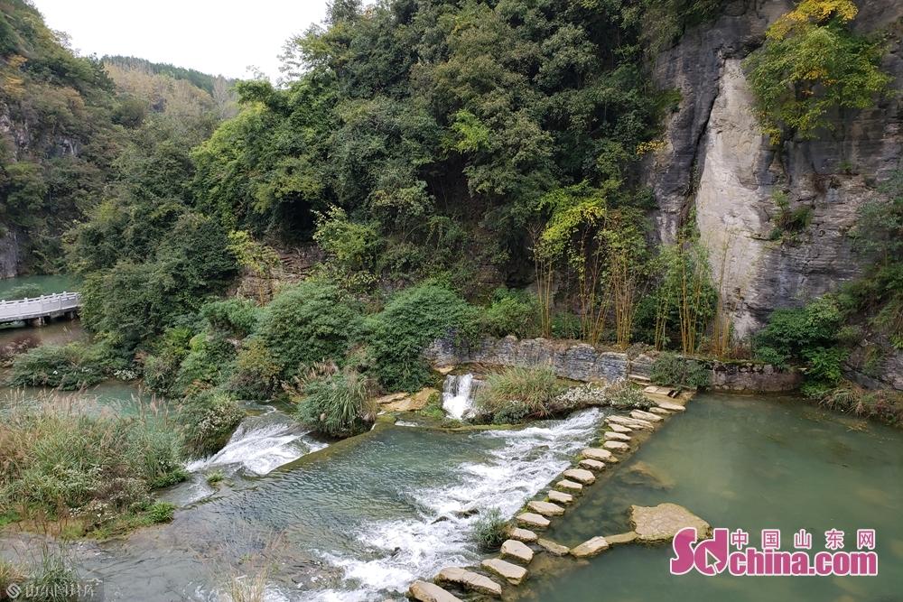 天河潭景区山水相连,山中有水,水中有洞,洞中有潭,浓缩了贵州山水精华,被誉为&amp;ldquo;贵州山水盆景&amp;rdquo;。(摄影:李红梅)<br/>