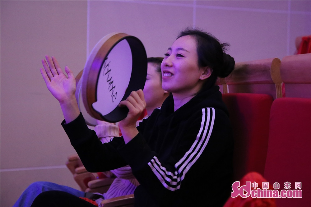Audiences watch the show during the first-ever Shandong Theatrical Products Fair kicked off in Zhangqiu District of Jinan, Shandong Province, on October 24, 2018 . The fair attracted around 70 attendees in total, 25 of which are producers and 10 are theater representatives from outside the province.