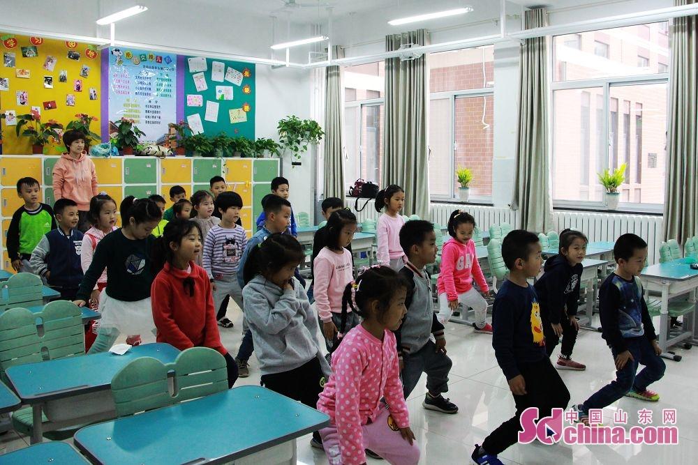 记者了解到,自去年开始,济南市高新区积极推进&amp;ldquo;四点半课堂&amp;rdquo;课后延时服务工作,为下午不能在放学时间准时接孩子的家长提供&amp;ldquo;有温度的教育&amp;rdquo;服务。<br/>