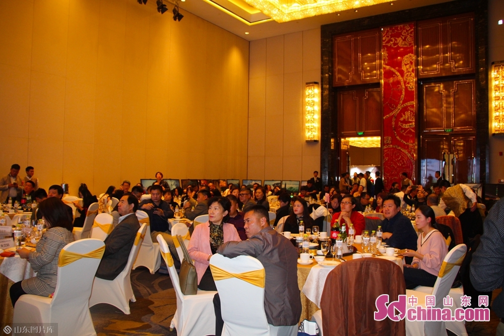 <br/>   会前,韩国江原道、济州道、新罗免税店等共同参加机构在现场与参会人员进行了B2B洽谈。<br/>