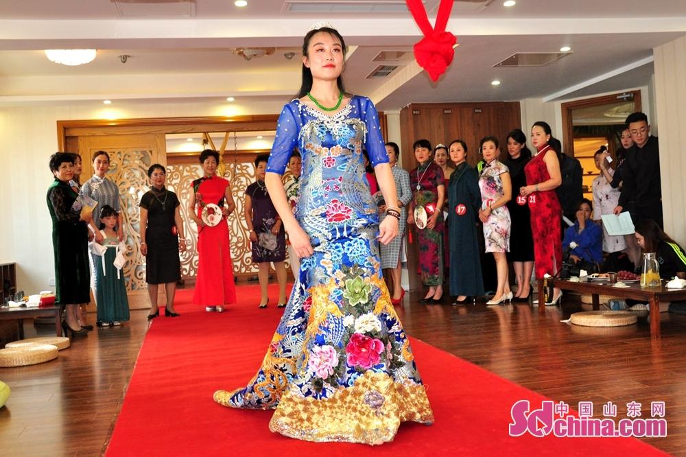 近日,一场名为&amp;ldquo;遇见最美的自己&amp;rdquo;的复古时装秀在青岛梵&amp;middot;海瑜伽精彩上演。参赛选手或身着汉服、或身着旗袍自信地走上舞台,尽情展现着自身的魅力。<br/>