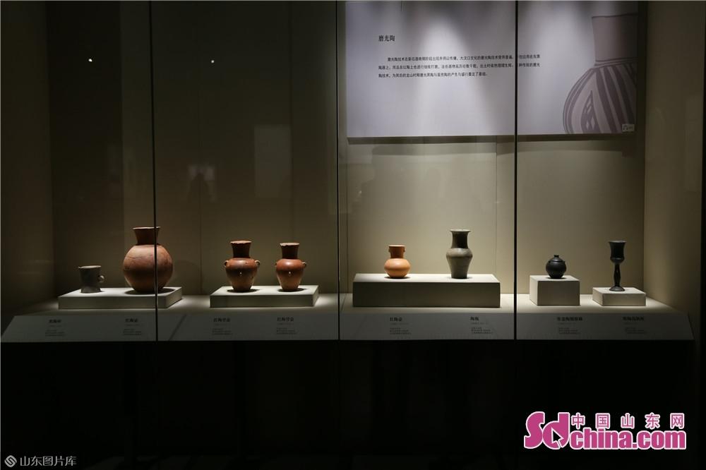 焦家遺址は済南市章丘区に位置する。2016~2017年、山東大学の考古学者は焦家遺址の考古・発掘調査を開始し、5000年前の文物を発見した。<br/>