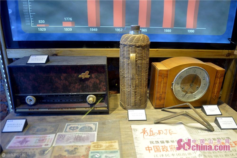 <br/>  2018年11月26日,这是青岛市北区海泊河文史风情馆展示的周边居民使用过的老物件。<br/>