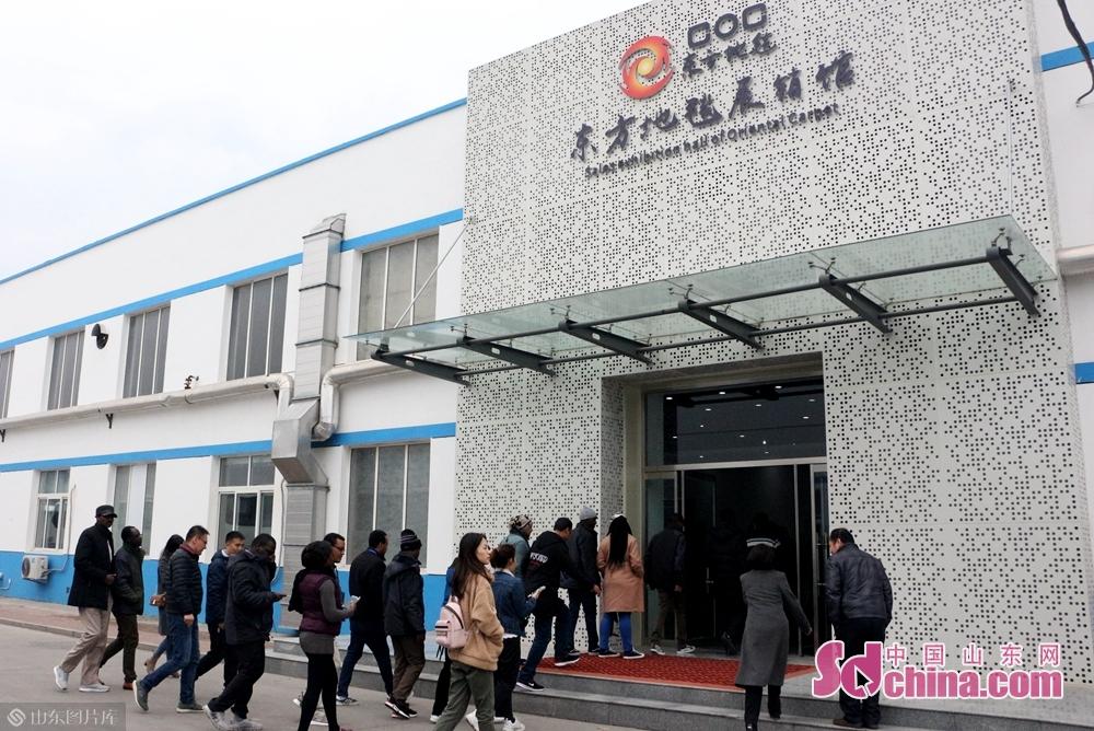 On the afternoon of November 8, over 100 international students from more thant 30 countries arrived at Orient Carpet Group in Binzhou, east China's Shandong province, starting a journey to explore the charm of oriental carpet.<br/>