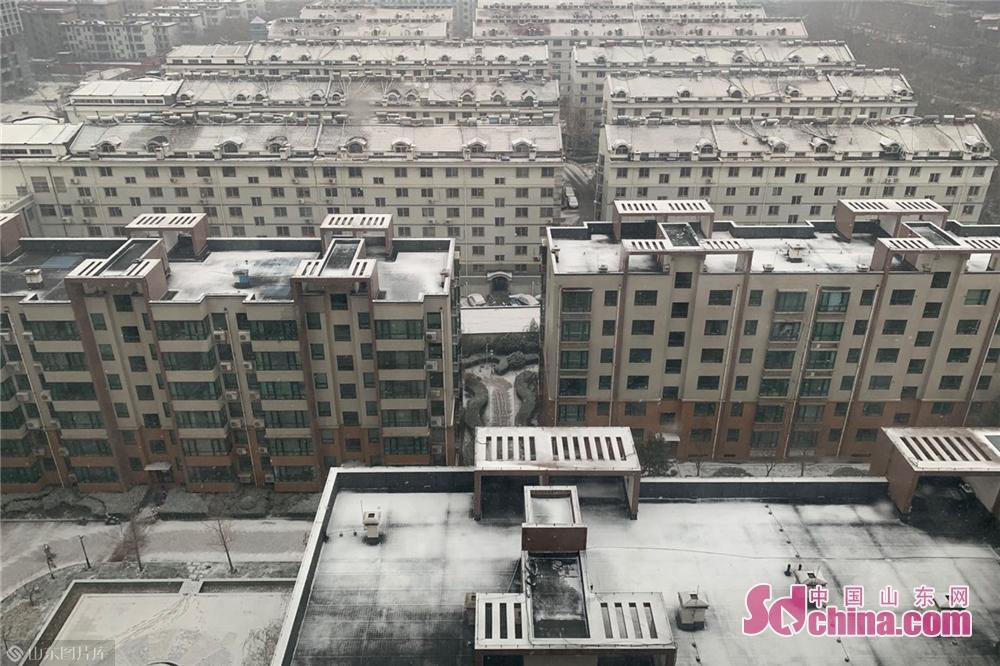 <br/>  受较强冷空气影响,潍坊迎来降雪。<br/>