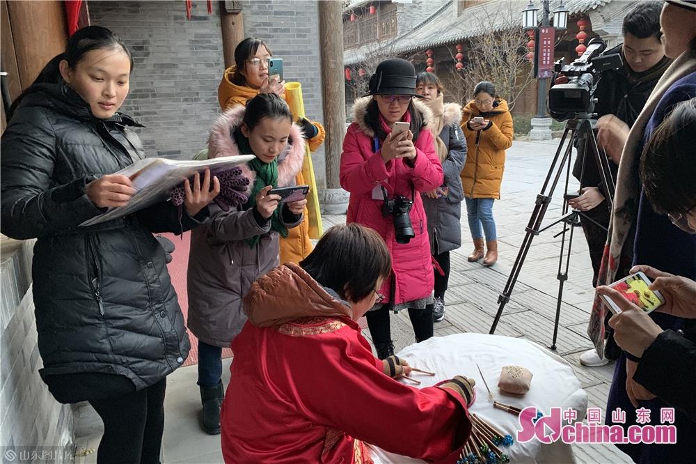 <br/>  作为潍坊之旅第一站,大家首先来到了潍坊青州古城。青州作为古九州之一,是东夷文化的发源地,我国著名历史文化名城之一,历史悠久,文化灿烂。<br/>