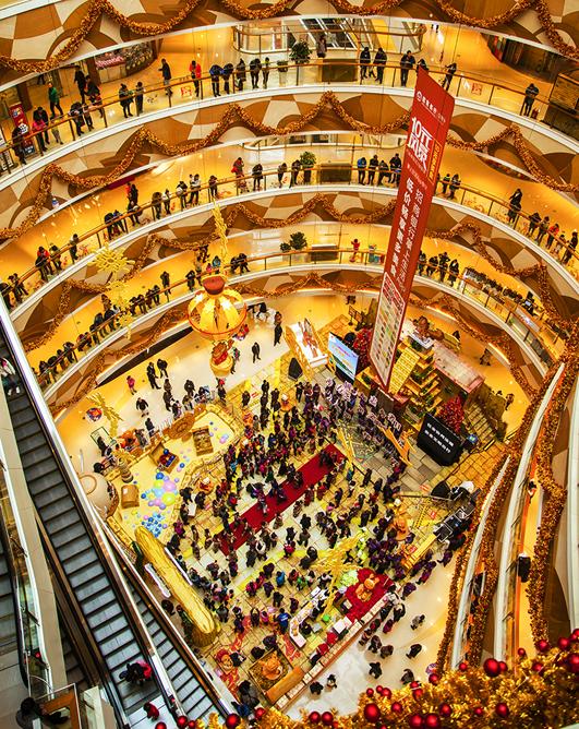 2016年12月4日,烟台大悦城内正在进行国际志愿者日&amp;ldquo;芝罘湾畔 一城暖阳&amp;rdquo;公益快闪演出。(张云凯)<br/>