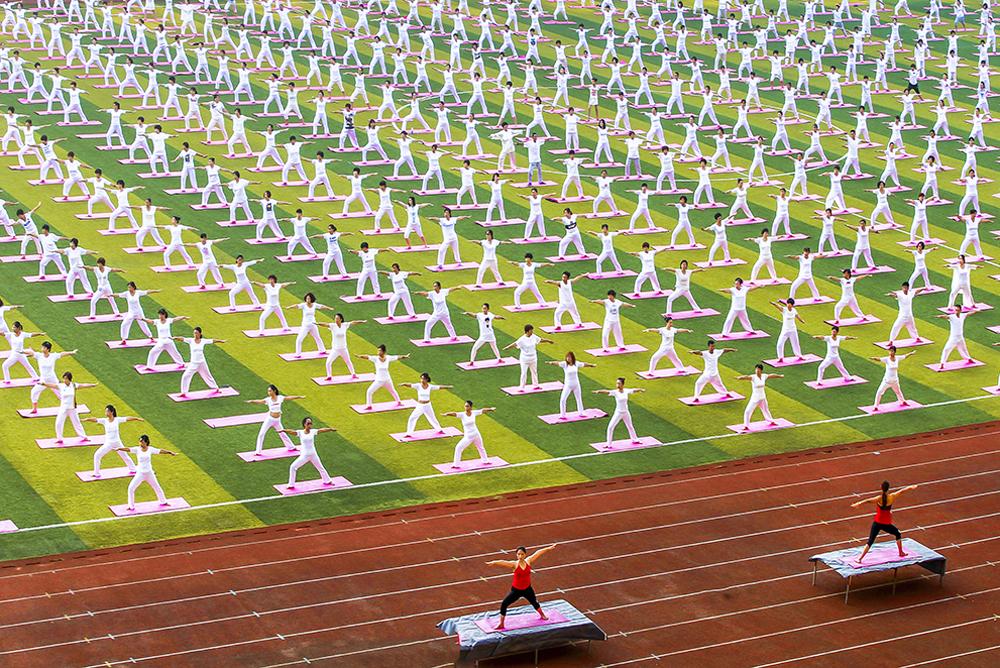 招远体育场内的群众性的健身文化活动 (乔光先)<br/>