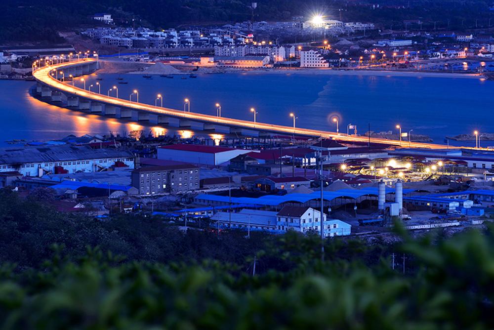 《连岛大桥》 2014年9月,通车的长岛县南北长山连岛大桥。(杨志常)<br/>